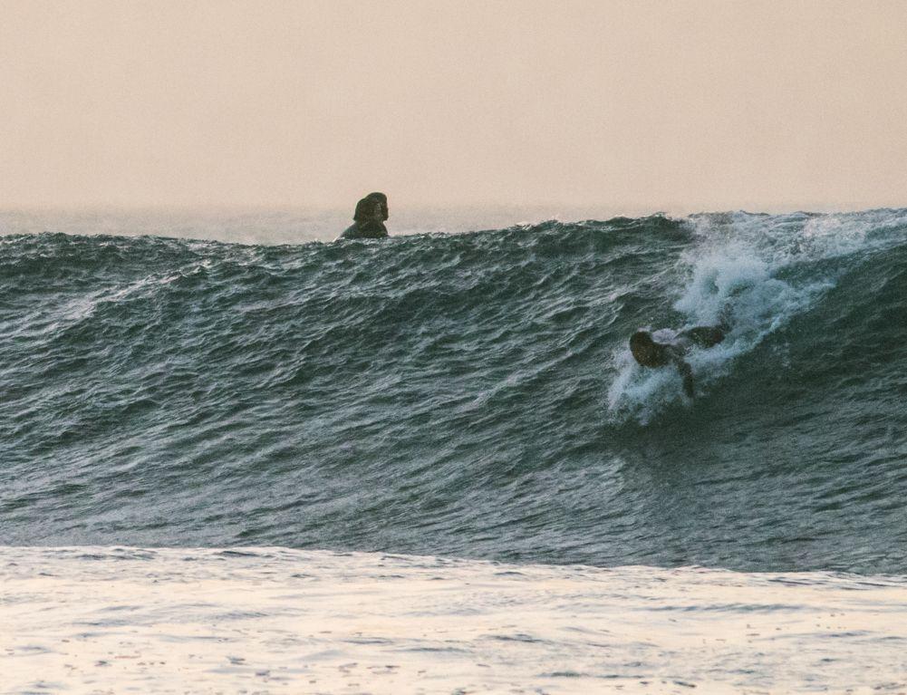 Cómo hacer un buen take off en olas verticales, lo primero rema mucho más fuerte.